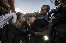 israeli-police-arrest-protester-400x266