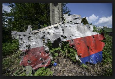 MH17-wreakage-400x277