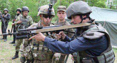 armed-US-soldiers-400x216