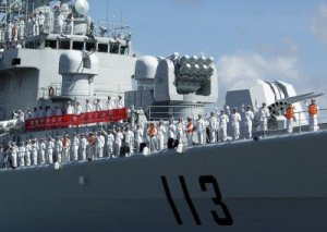 1200px-US_Navy_060910-N-0879R-012_Sailors_aboard_the_Chinese_Navy_destroyer_Qingdao_DDG_113_man_the_rails_as_they_depart_Pearl_Harbor-400x285