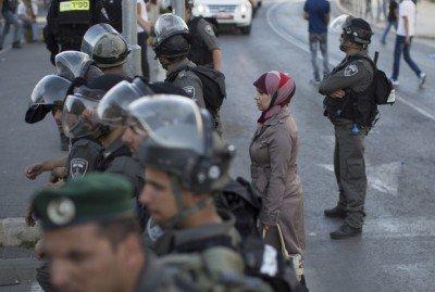 Palestinian-Woman-Israeli-Checkpoint-400x269