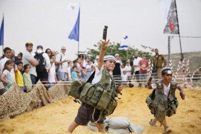 israeli-child-mock-grenade-400x266