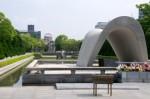 Memorial_Cenotaph_Hiroshima_Peace_Memorial_Park_7170064476_2-400x265