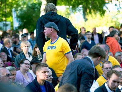 nazi-crowd-Sweden-400x300