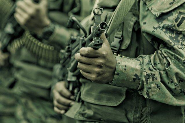 soldier-hand-machine-gun